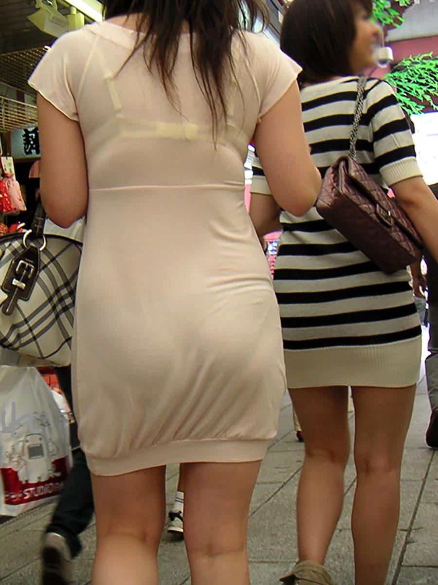 ブラとパンツが透けて丸見え状態!