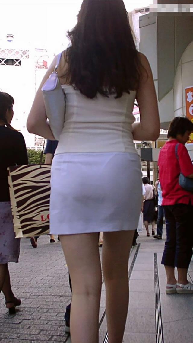 色気あるお姉さんの下着が透けまくり!