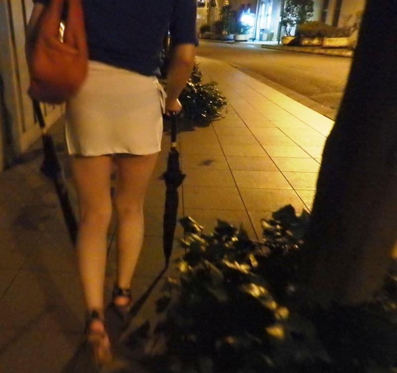 お姉さんのパンツが透けていたので尾行!