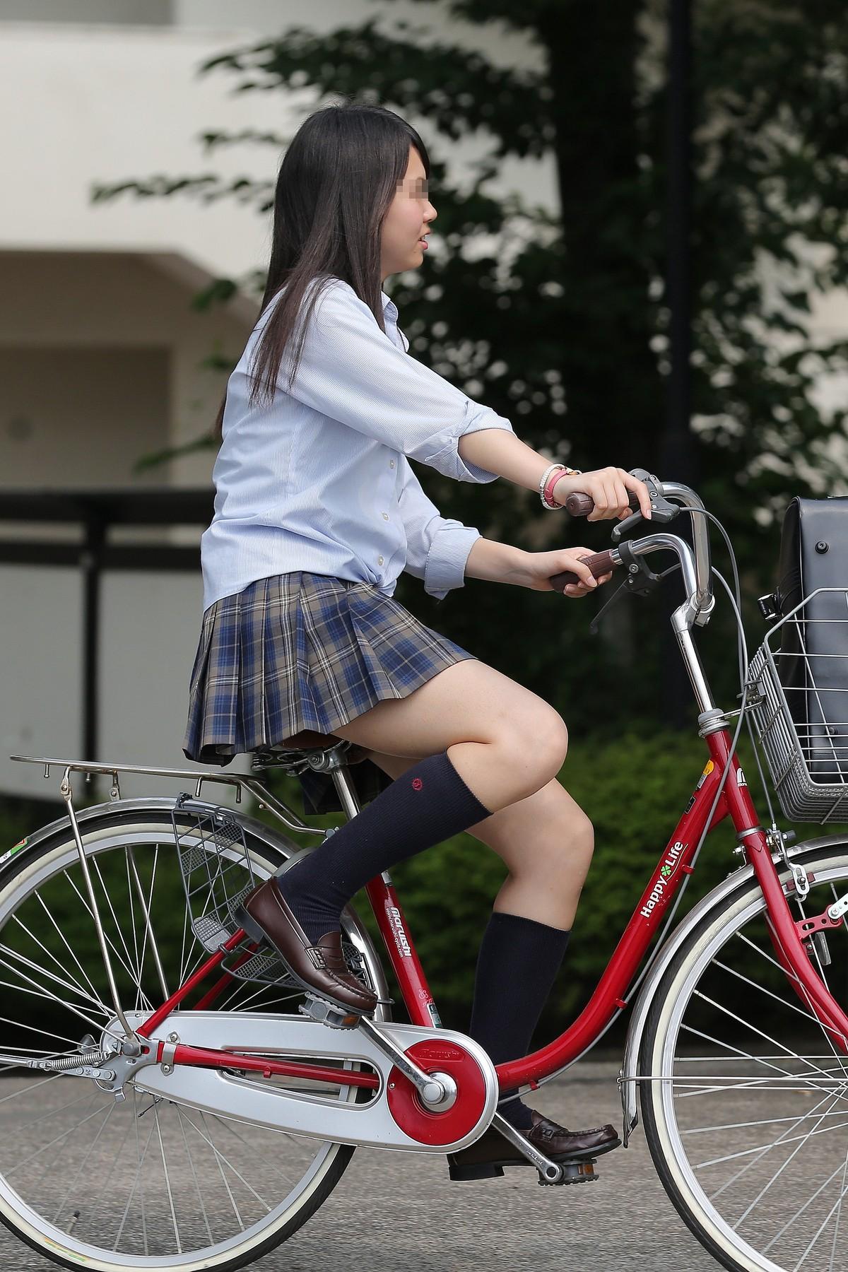 自転車通学する女子校生を盗撮してみた!