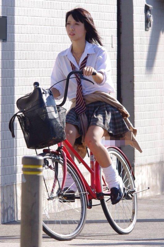 モデル体型の激カワ女子校生を隠し撮り!