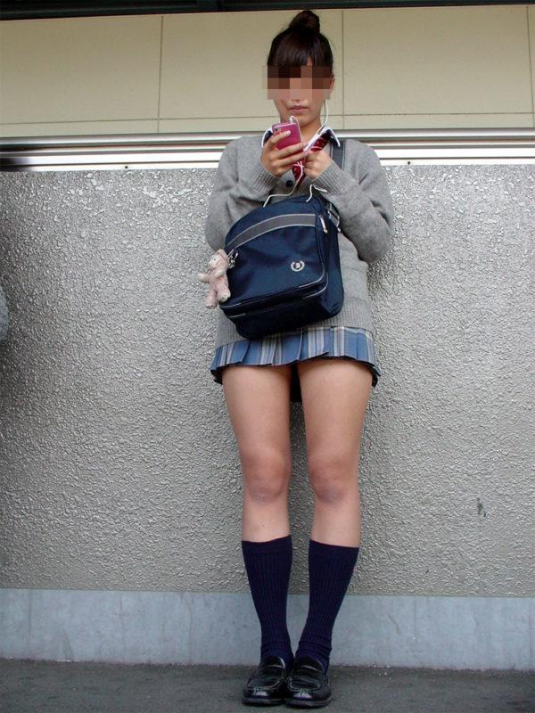 女子校生のなのに色っぽい太ももしてる!