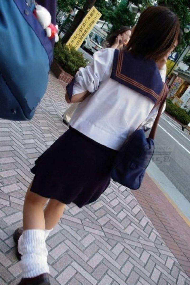 清楚っぽい夏服JKの透けブラを隠し撮り!