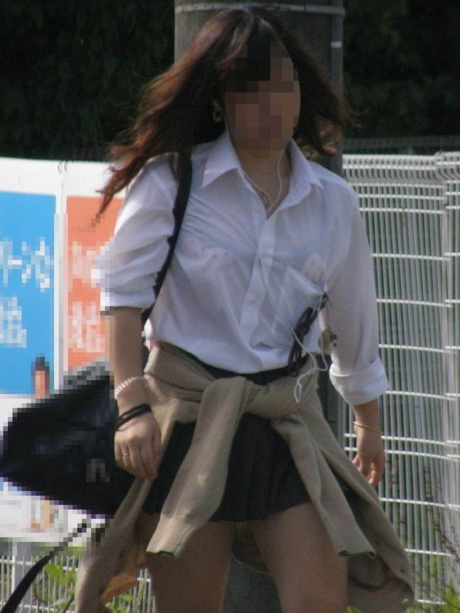 色気ある女子校生は派手な下着をつけてる!