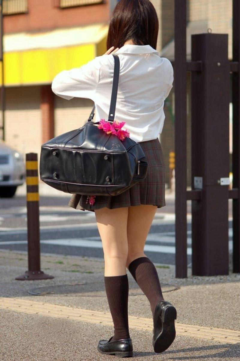 女子校生の透けてる下着が気になって仕方がない!