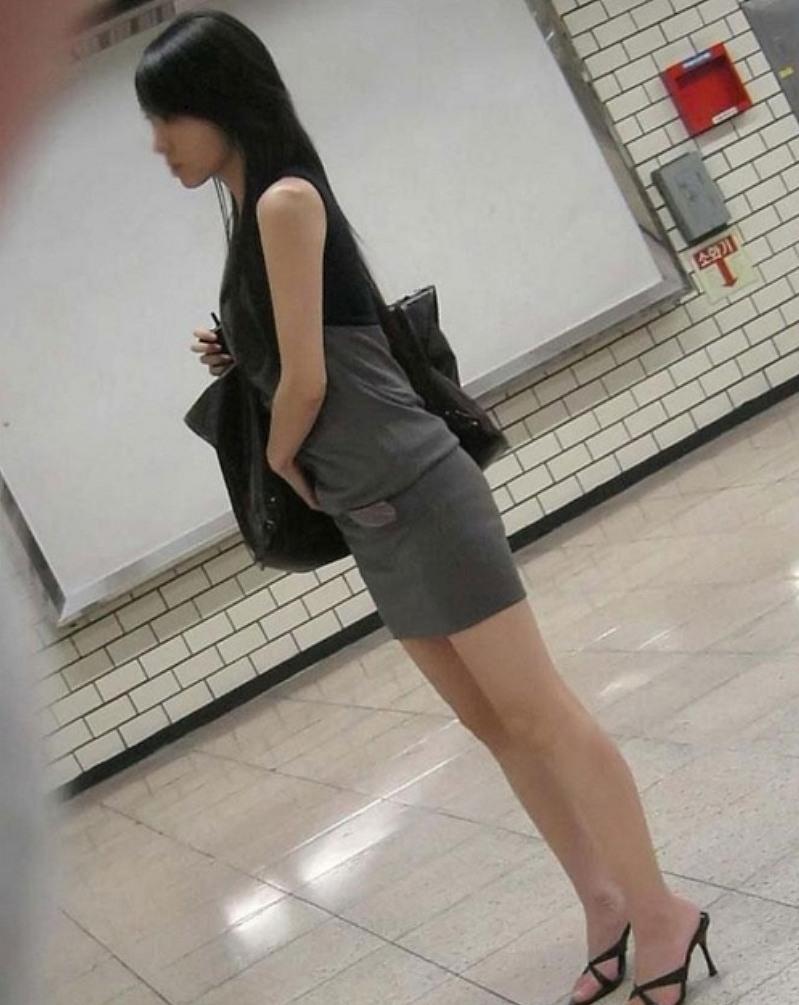色っぽい素人女子のスリム美脚に見惚れた!