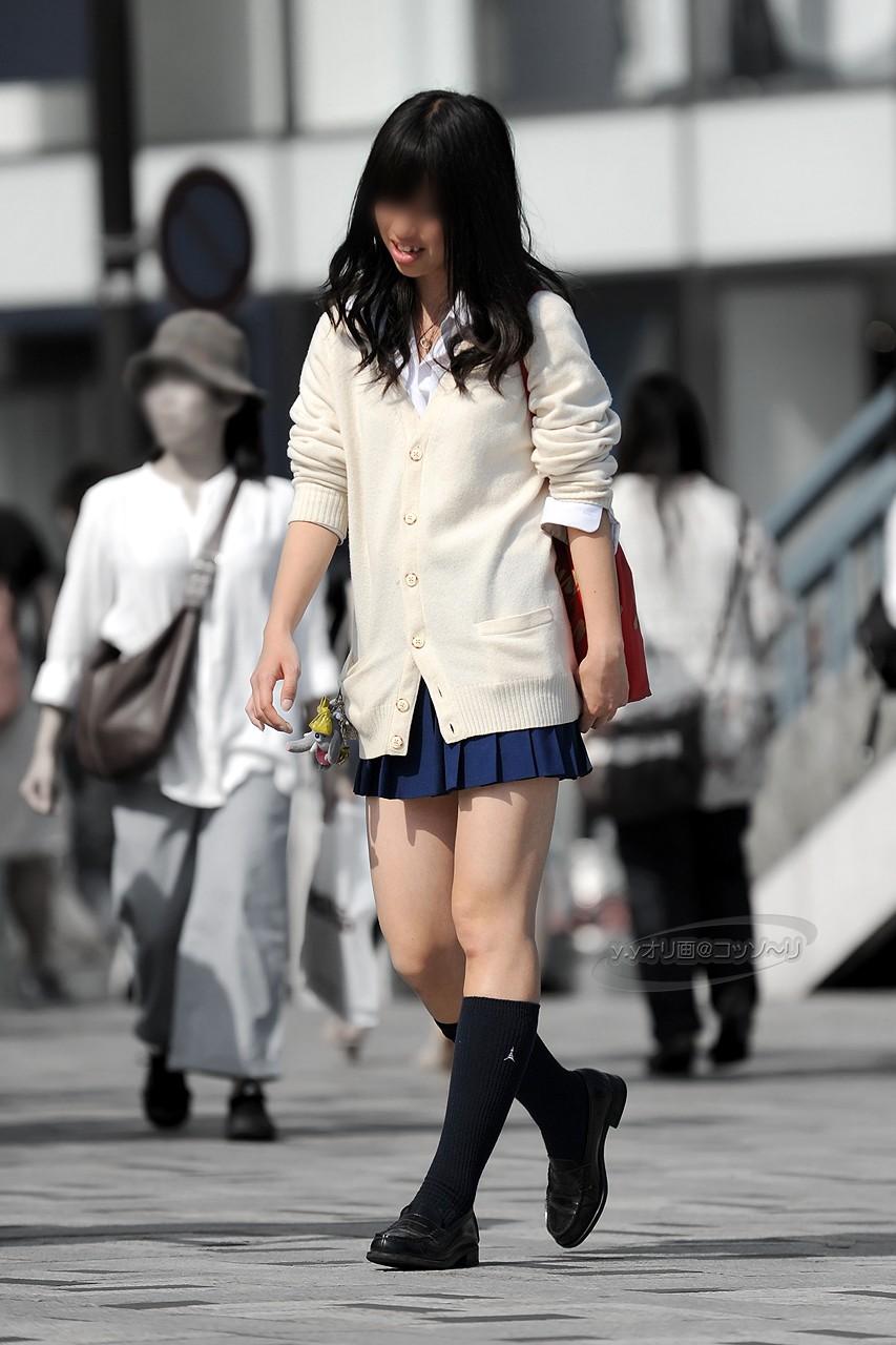 女子校生の色白の美脚にムラムラする!
