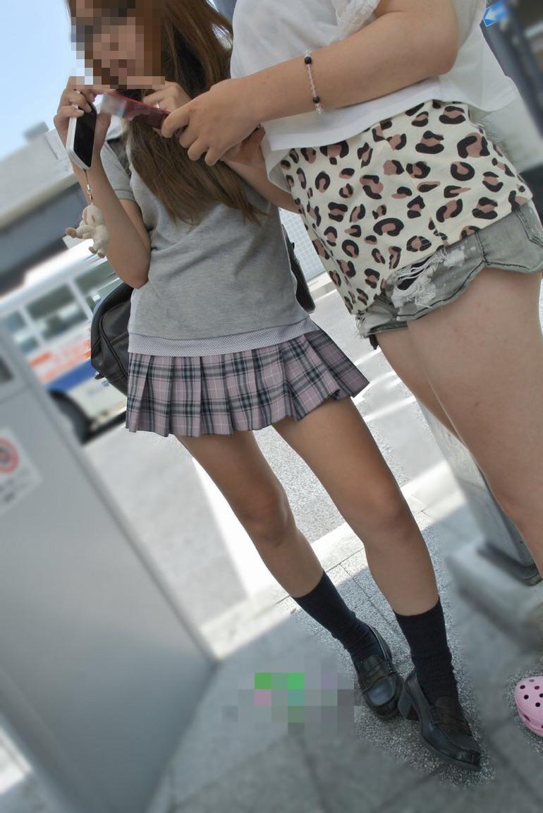華奢な体に細い美脚の女子校生を発見!