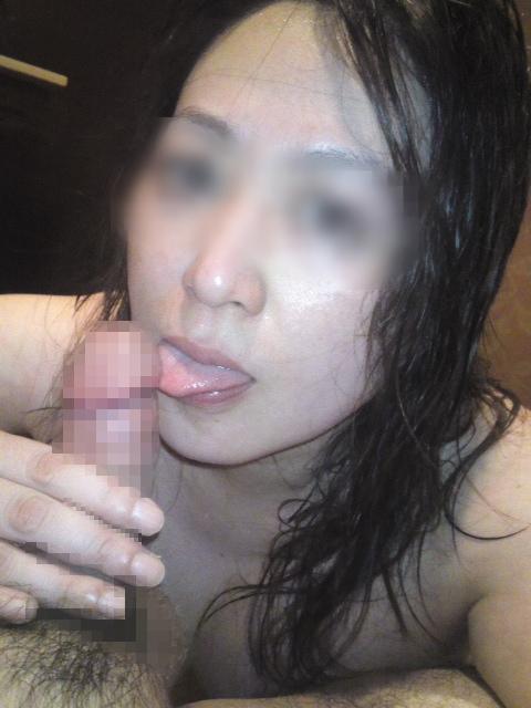 舌使いがエロそうなスケベ素人熟女さん!