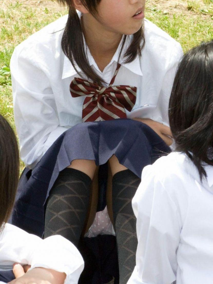 清楚な女子校生の可愛いパンツを盗撮!
