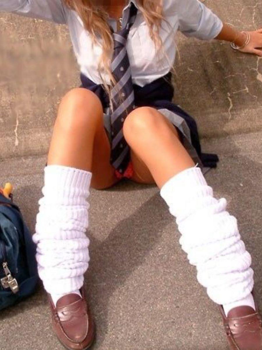 女子校生のスカートの中身が見えまくり!