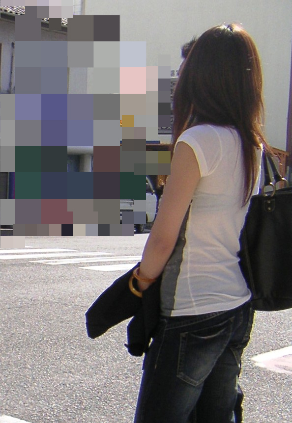 ブラジャー透けてるお姉さんを街撮り!