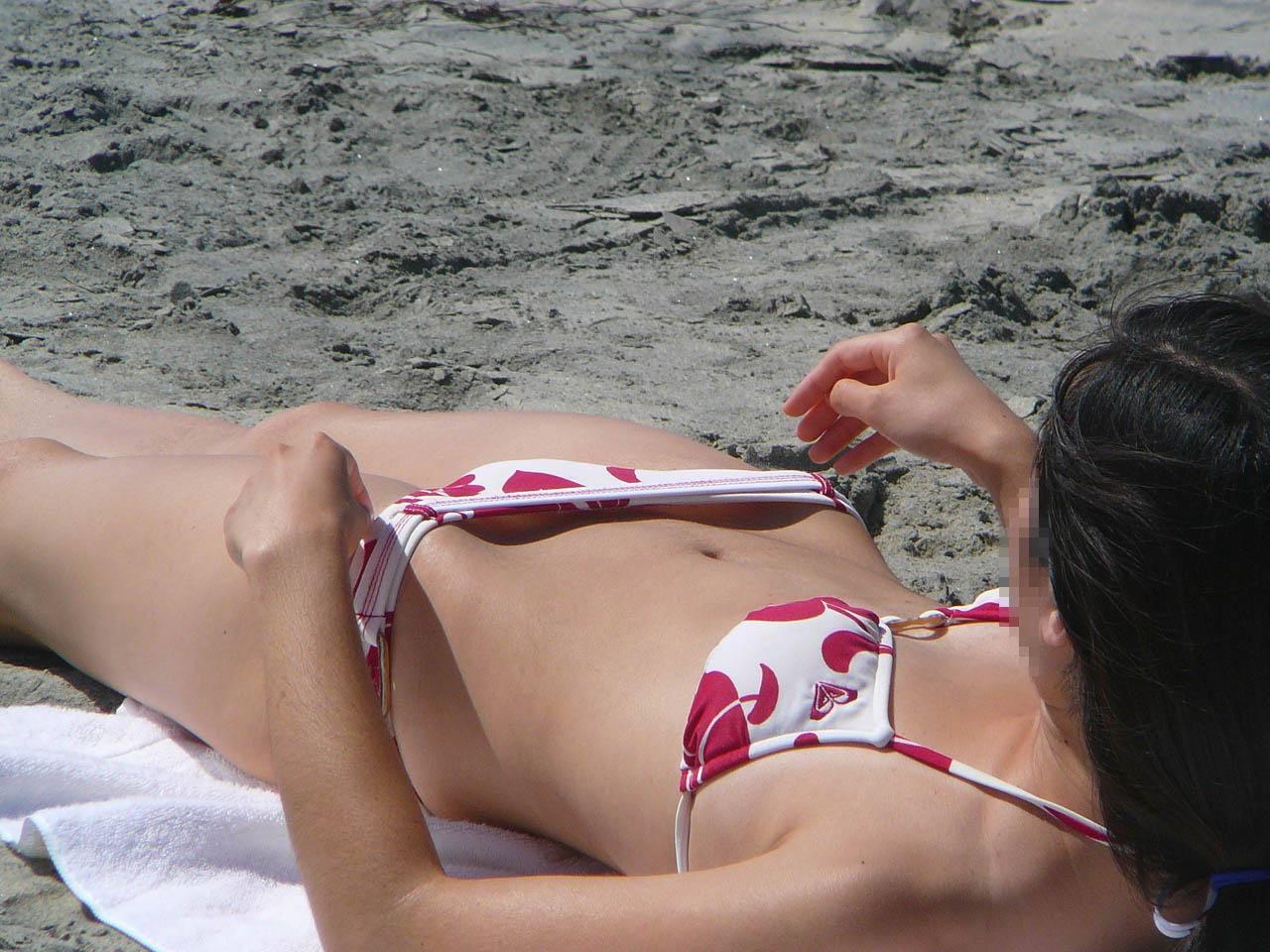 女の子のマンコが見えそうなアングル!+