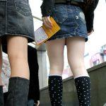 【街撮り美脚エロ画像】 街中で自然と目で追ってしまう…ミニスカ女子の生足がセクシー過ぎる!