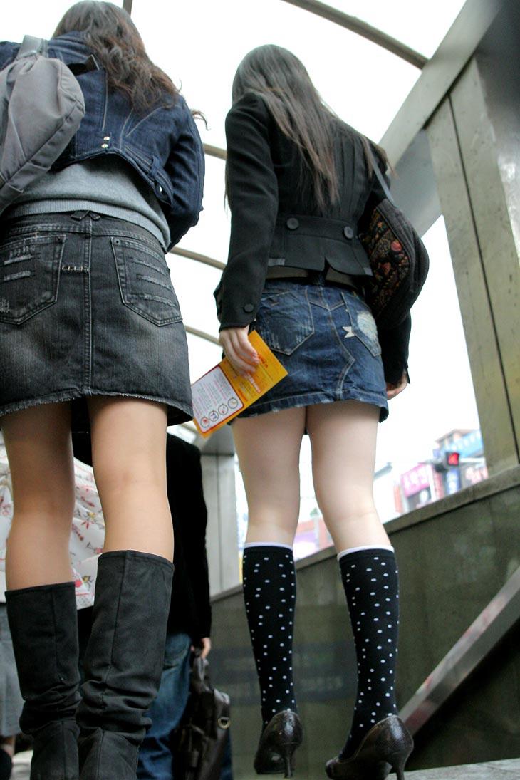 スカート丈が短くて美脚が目立って仕方がない!