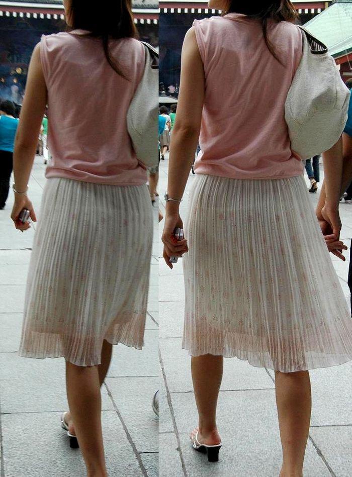 薄着のスカートでパンツが透けまくり!