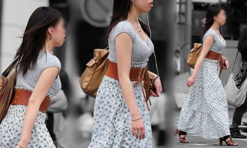 さっそうと歩く素人女子の胸元を見まくる!