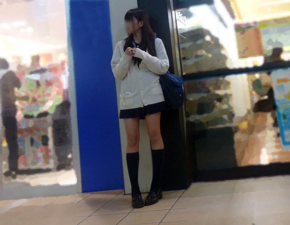 いかにも可愛い美脚JKを街で見つけて隠し撮り!
