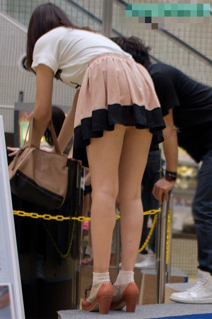 美脚な素人女性のスカートの中が気になる!
