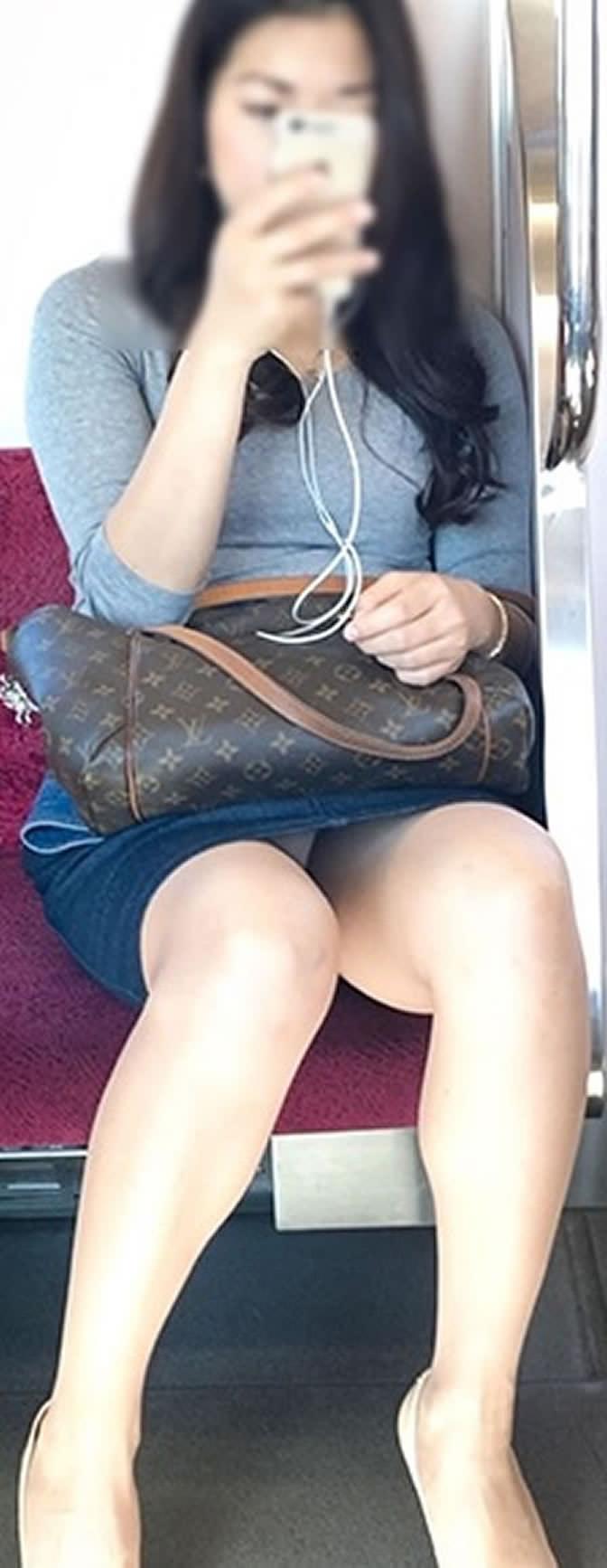 大人っぽい感じの女性のパンチラ隠し撮り!