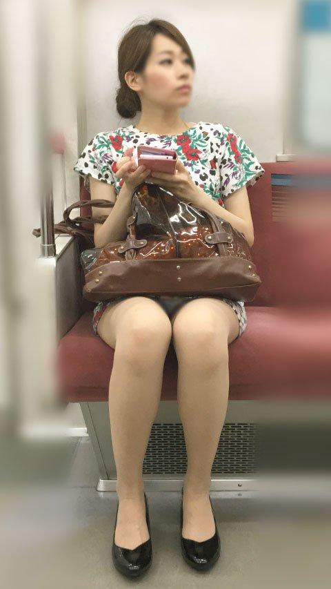 加藤綾子似の美人女性のパンチラ隠し撮り!