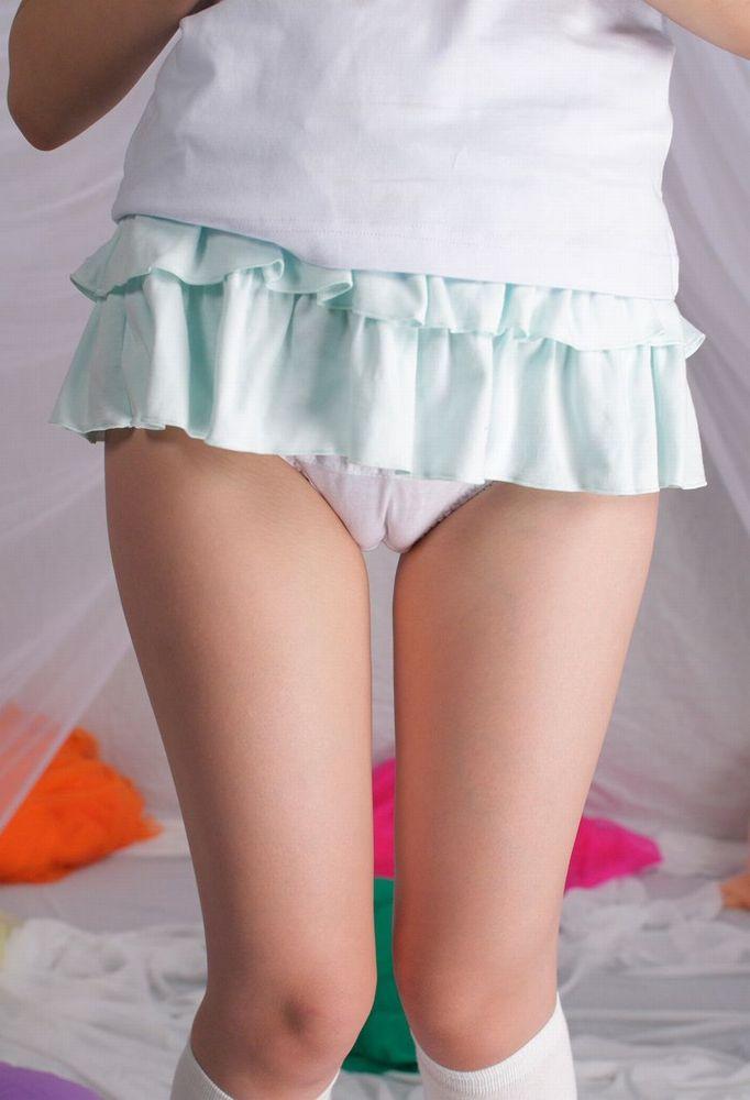スカートが短くてマンスジが見えてしまう!