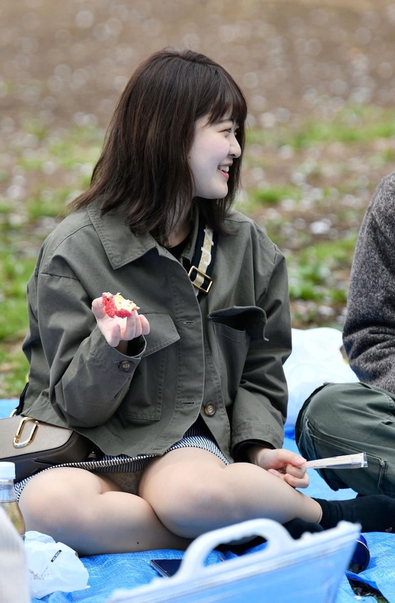 公園デートを楽しむ彼女の下着を盗撮!