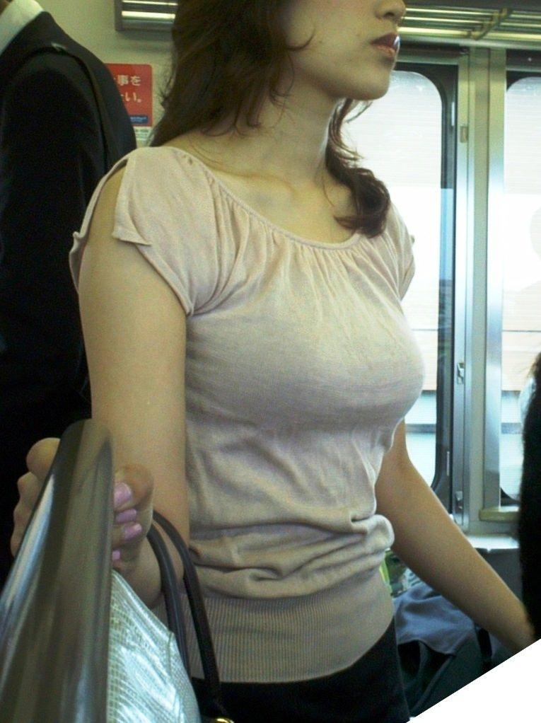 着衣巨乳の誘惑に負けそうになるね!