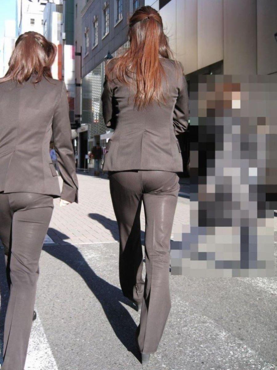 パンツスーツのギャルOLのパンティーライン!