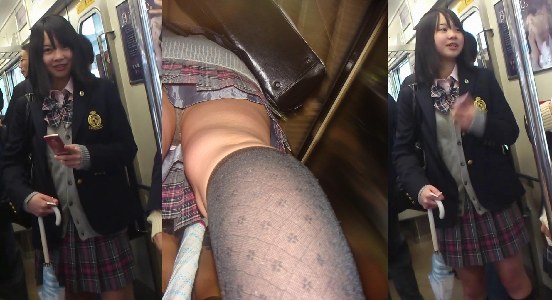 電車の中で可愛いらしいJKを見つけ逆さ撮り!