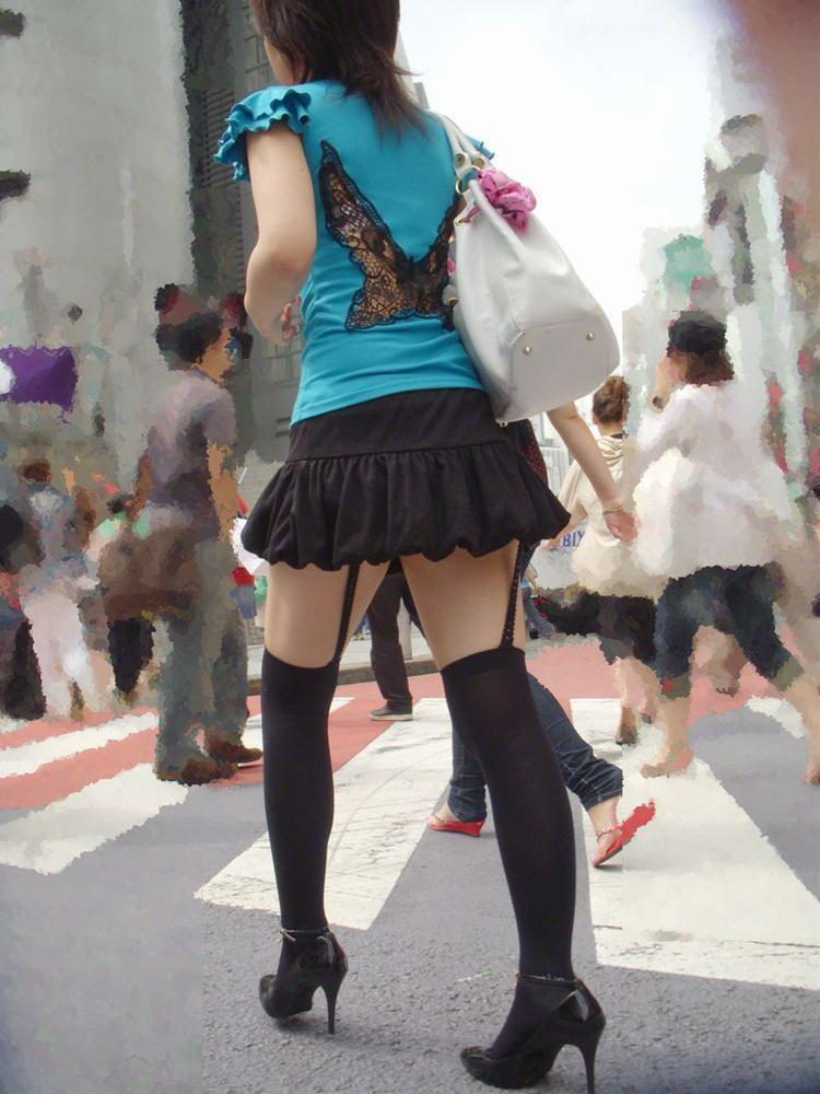 ふわふわスカートのガーターベルトの組み合わせ!