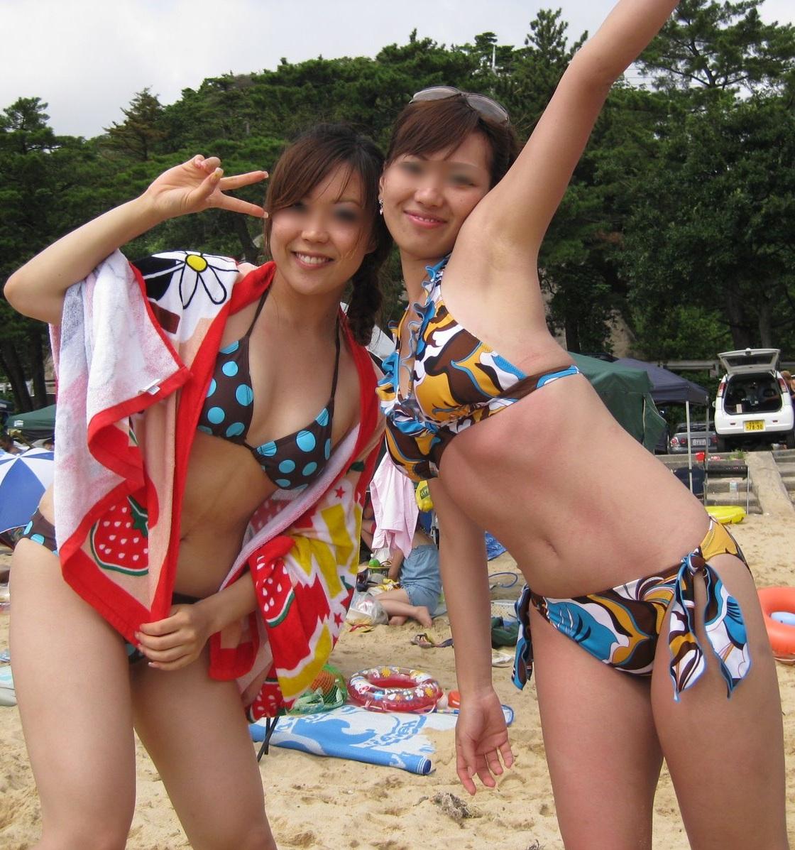 スレンダーボディのお姉さん達の水着姿!