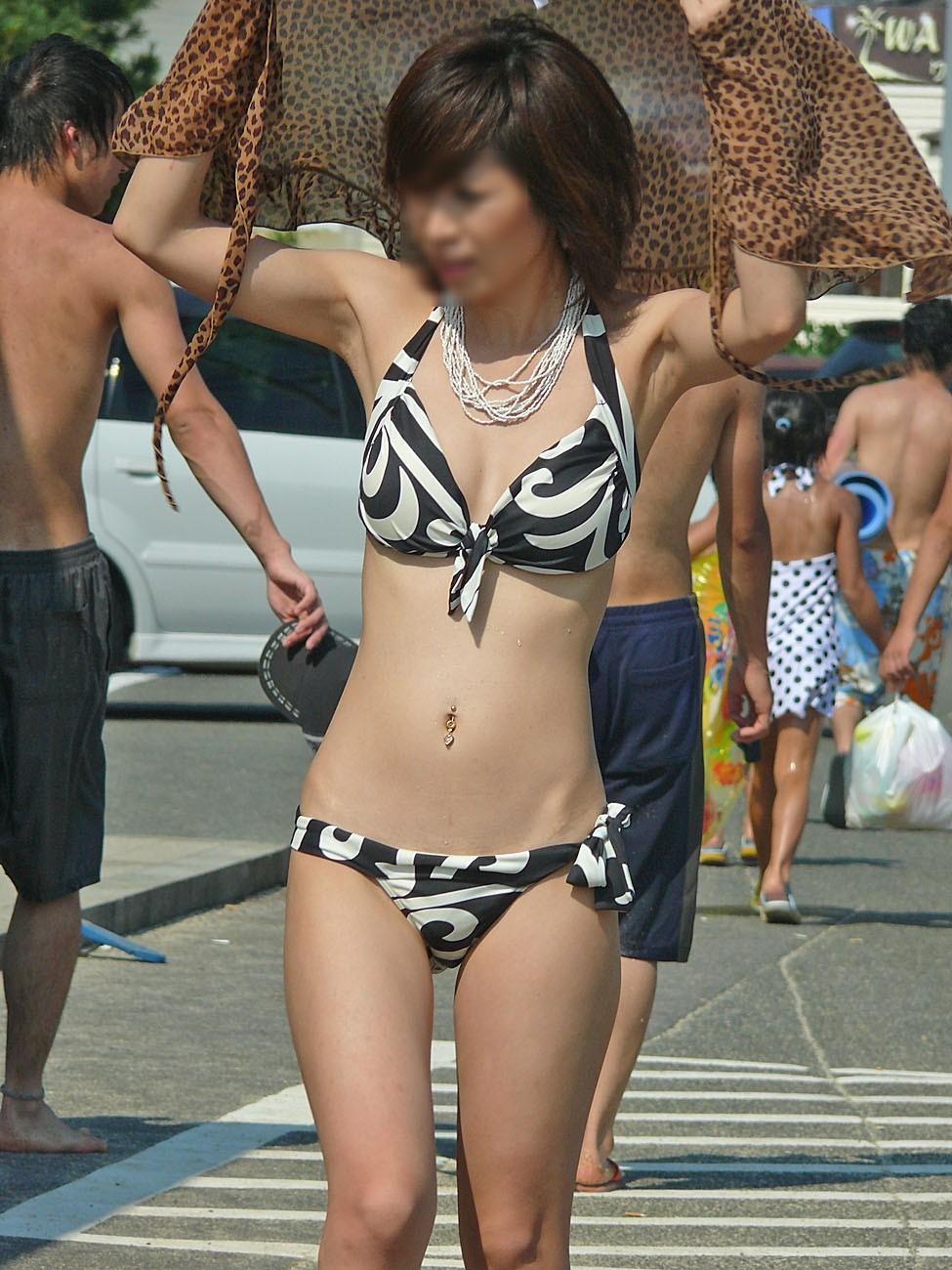 モデル体型の激カワ女性の水着姿に惚れる!