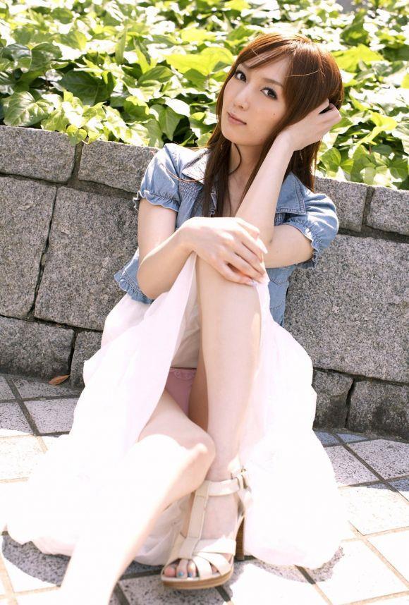 細身の女性のピンク色パンツをじっくり観察!