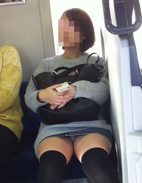 ショートカットお姉さんのパンツ盗撮!
