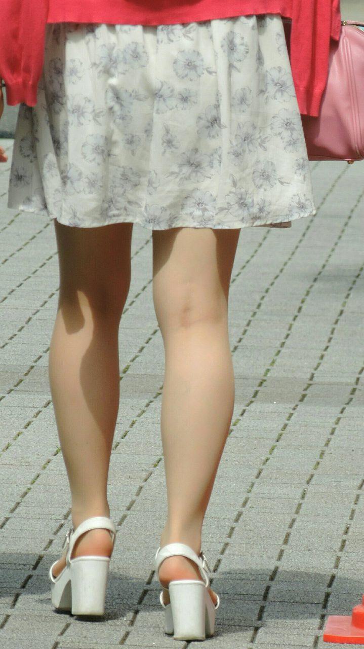色白美脚が美しくてずっと見ていたい!