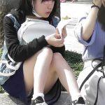 【座りパンチラ盗撮エロ画像】真正面から座ってる女性のスカートの中を覗き、イヤらしいパンツを隠し撮り!