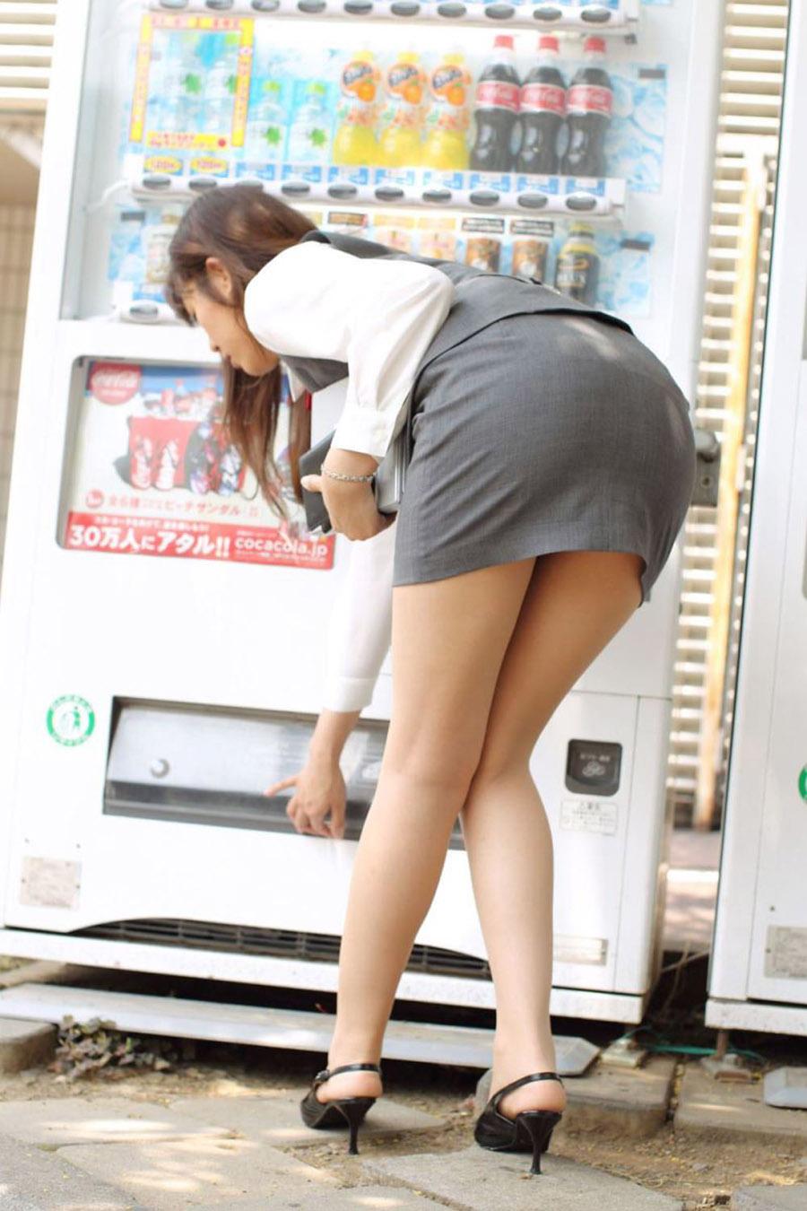 このアングルのタイトスカートお尻が好き!