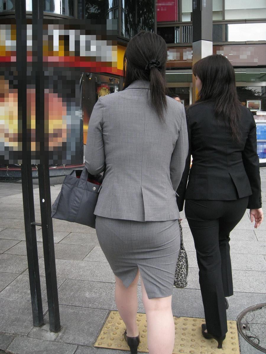 ずっと見ていたいOLさんのタイトスカート尻!