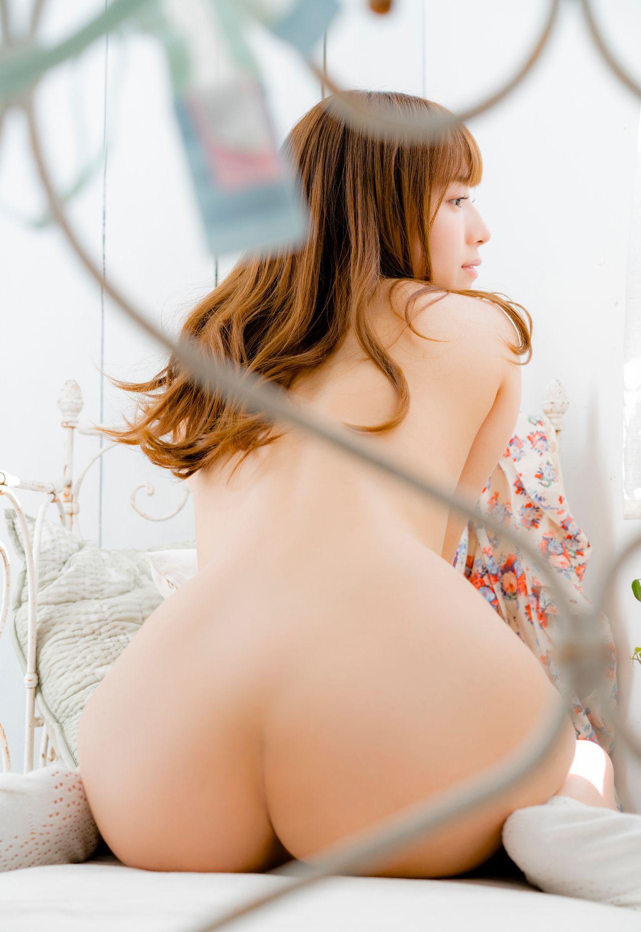 お姉さんの形の綺麗なお尻をじっくり眺める!