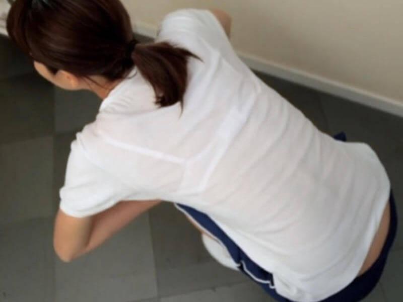 白Tシャツ1枚の女性はだいたい透けブラ!