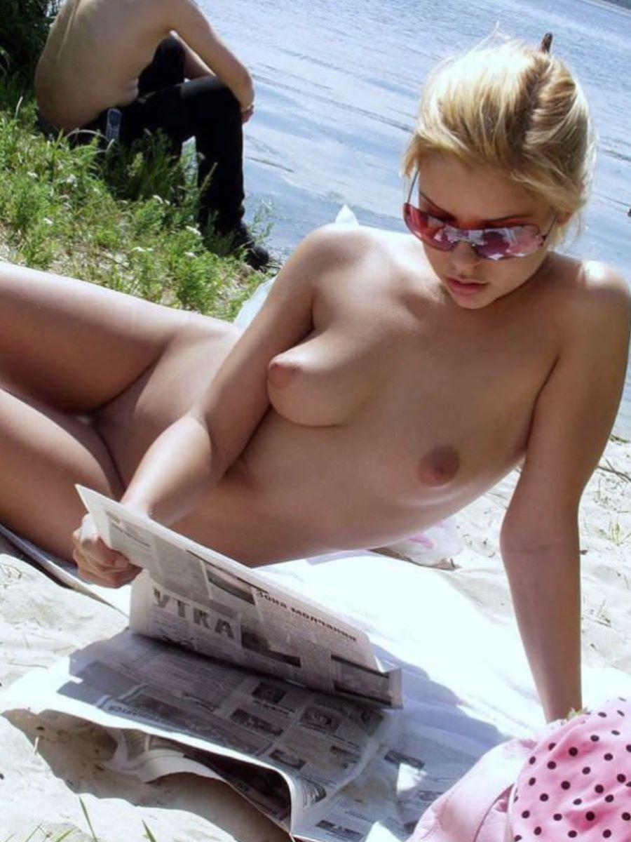 金髪美女の裸体が眩しすぎて目がくらむ!
