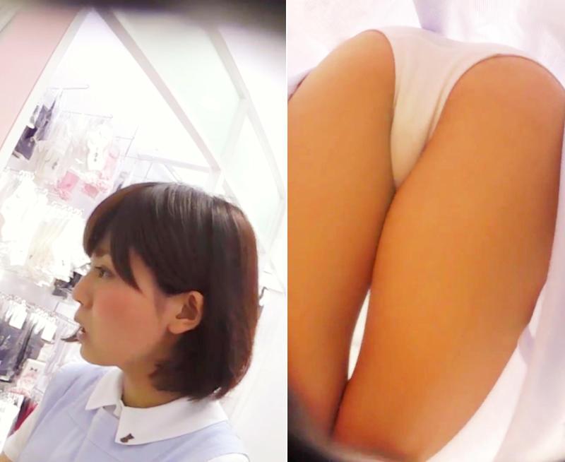 美しい店員の純白パンティーを逆さ撮り!