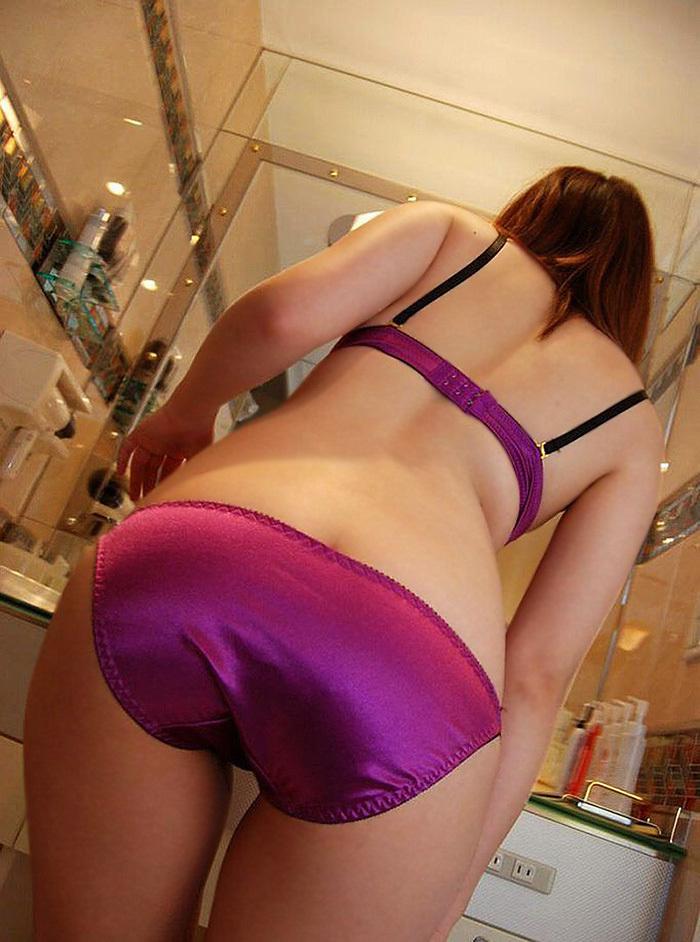 紫のサテン生地のフルバックパンツ!