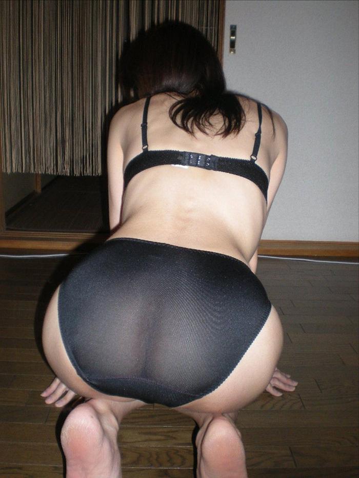 黒色で透け透けのフルバックパンティー!