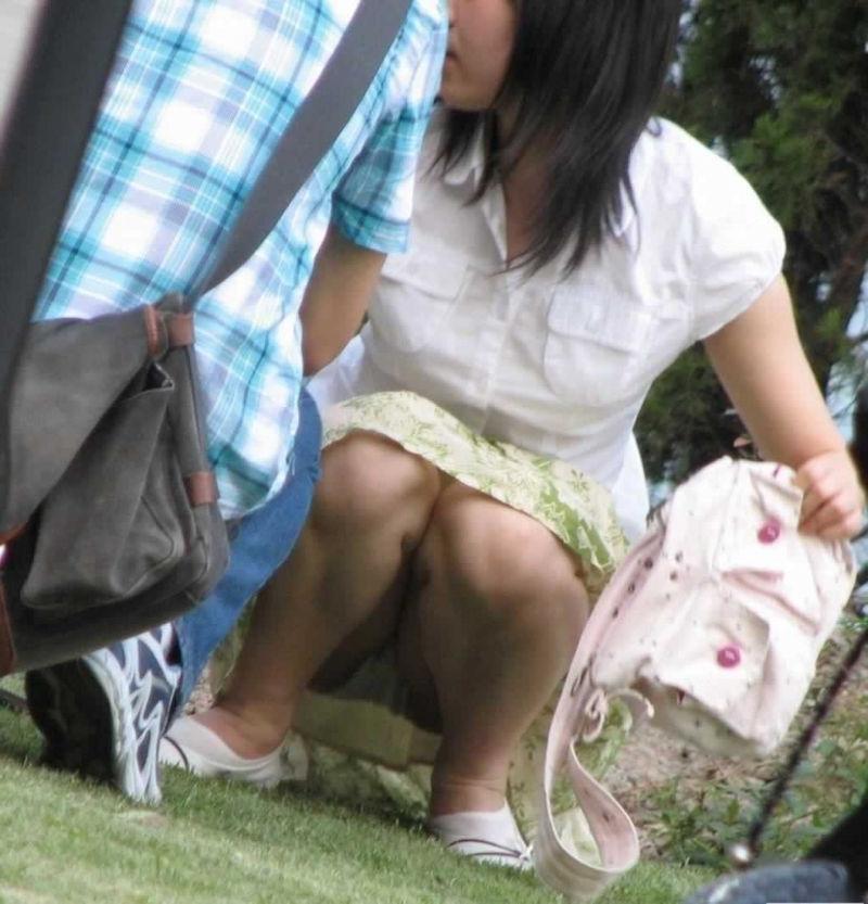 子連れママさんの座りパンチラを盗撮!