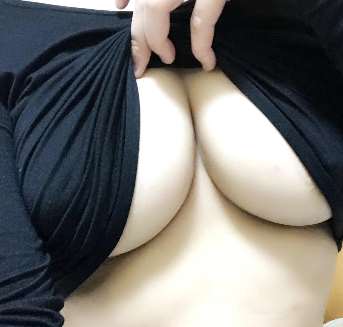 迫力ある色白下乳をドアップで撮影!