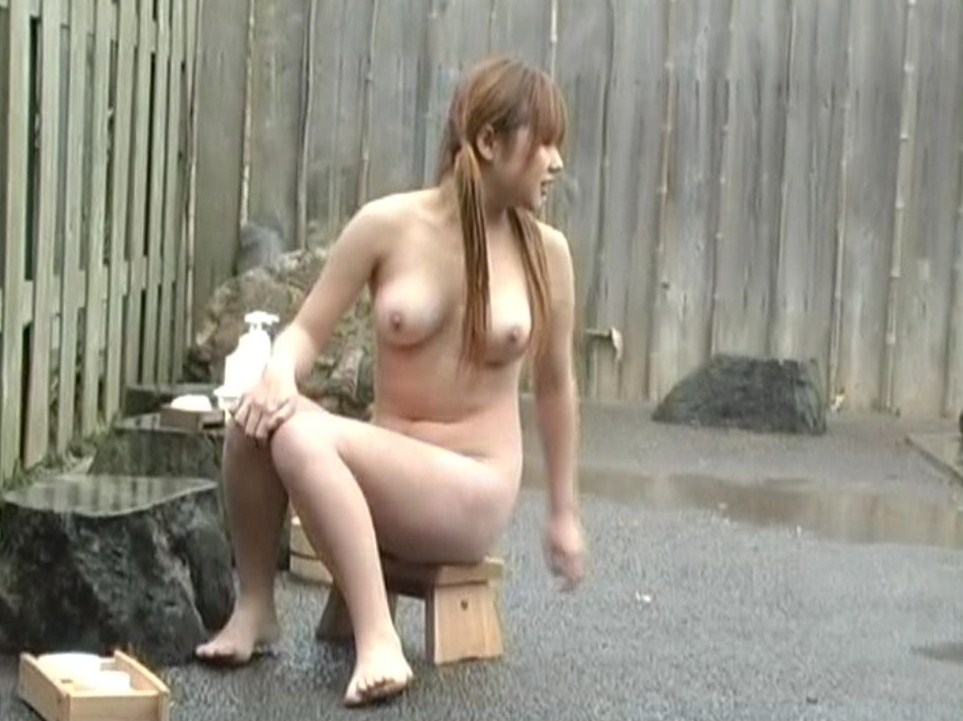 巨乳ギャルの全裸姿をこっそり盗撮!
