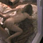 【セックス盗撮エロ画像】自宅で油断しまくりのリア充カップルのエッチしてる所をガッツリ覗く!