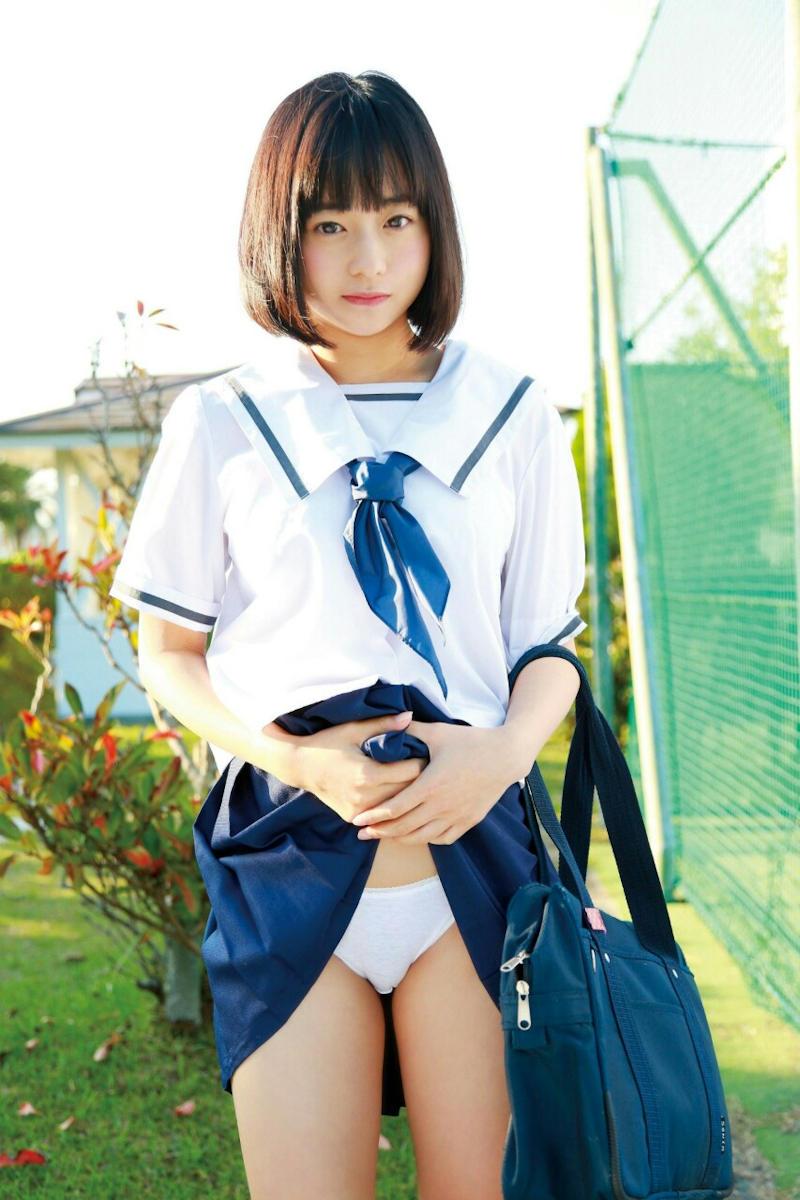 清純な女子校生の純白パンティー!
